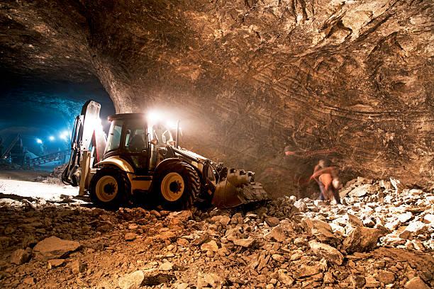 miniera sotterranea di lavoro - caricare attività foto e immagini stock