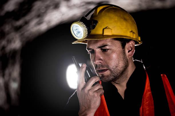 miner talking on a walkie-talkie - talk in a radio foto e immagini stock