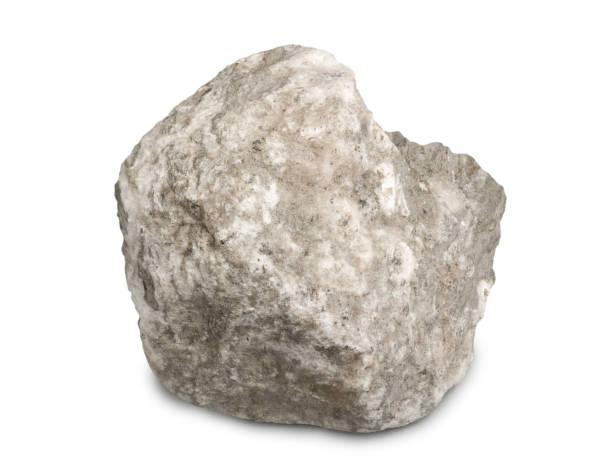 Gypse minéral isolé sur fond blanc. Le gypse est un minéral de sulfate doux composé de sulfate de calcium dihydraté. - Photo