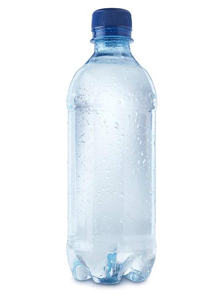 garrafa de água mineral corte no branco-imagem estoque - sports water bottle - fotografias e filmes do acervo