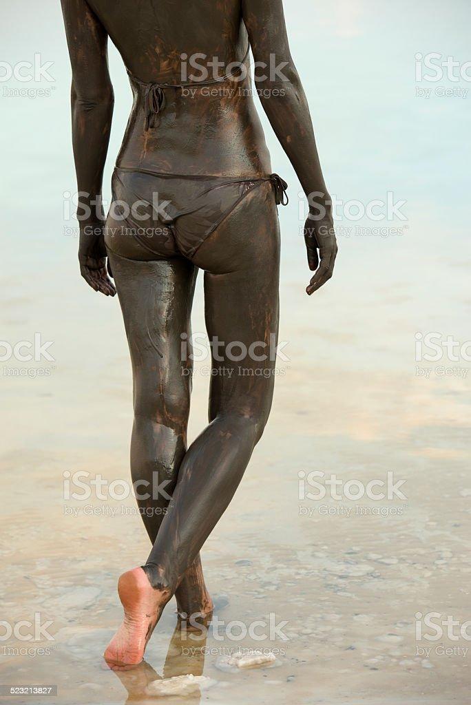 nackte madchen stand im meer