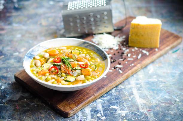 minestrone - minestrone foto e immagini stock