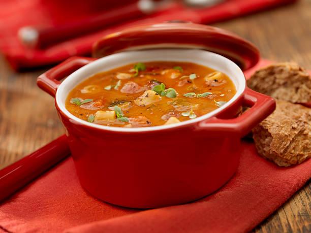 minestrone zuppa - minestrone foto e immagini stock