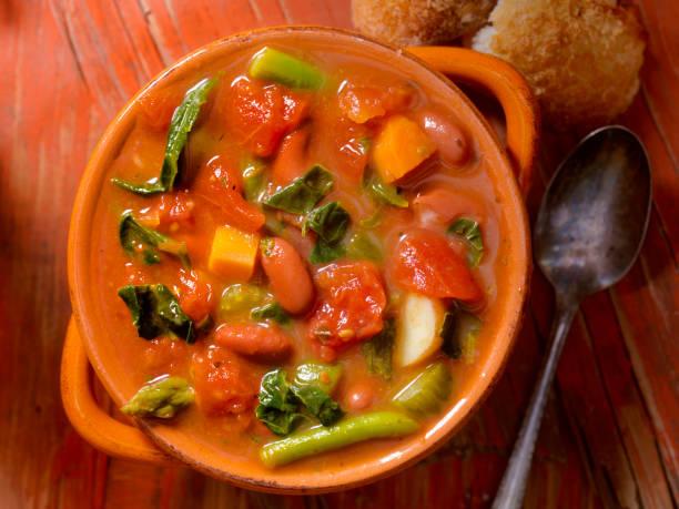 minestrone soup - minestrone foto e immagini stock