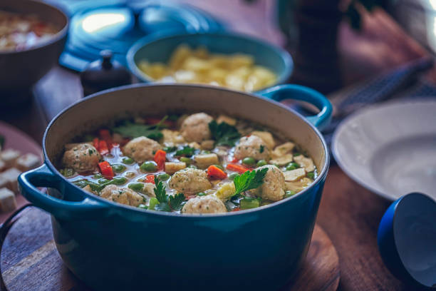 minestrone soup with fresh vegetables and dumplings - minestrone foto e immagini stock