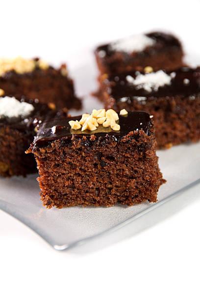 mini-kuchen - schokoladen biskuitkuchen stock-fotos und bilder