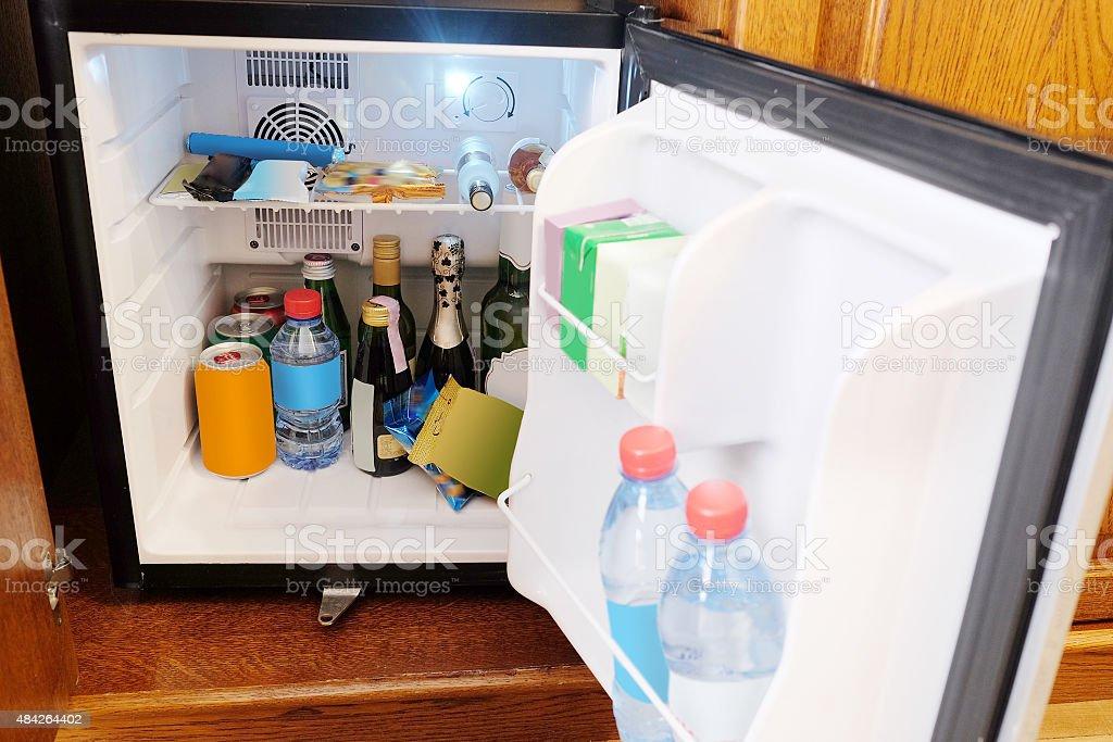 Mini Kühlschrank Havana Club : Minibar bilder und stockfotos istock