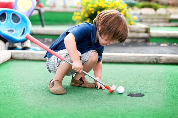 ミニゴルフ - ゴルフの写真 ストックフォトと画像