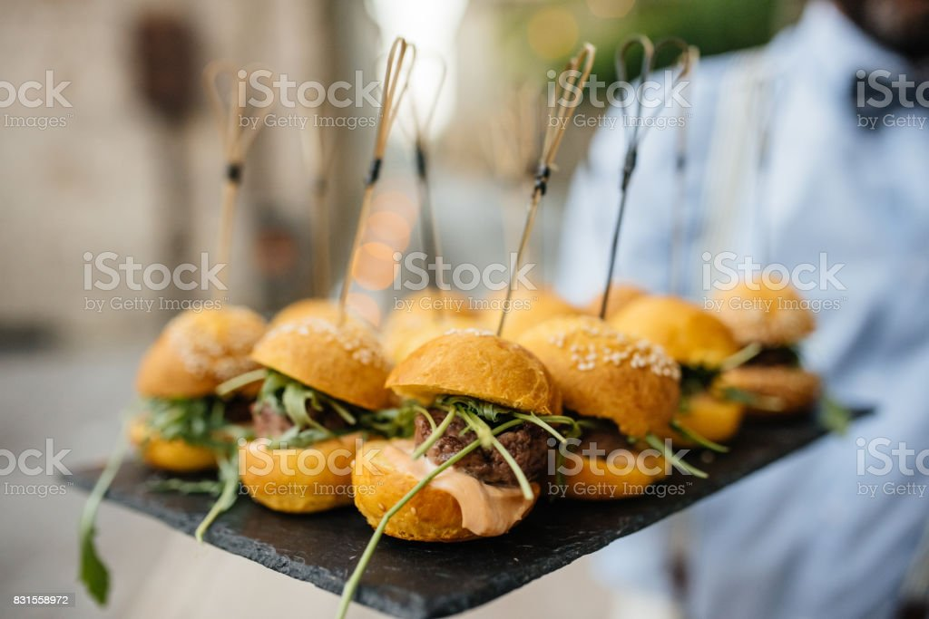 mini hamburger with salad leaf served on the plate on restaurant table - foto stock