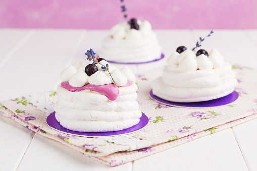 Mini pavlova with black currant and lavender