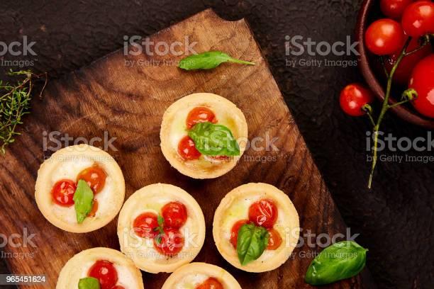 Minitörtchen Mit Cherrytomaten Stockfoto und mehr Bilder von Abnehmen