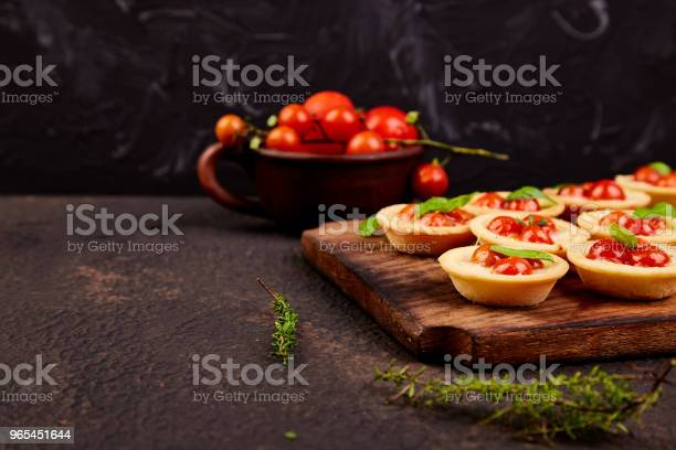 Foto de Mini Tortas Com Tomate Cereja e mais fotos de stock de Alimentação Saudável