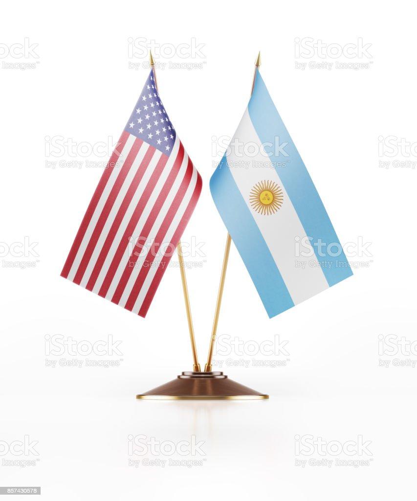 Miniatura de bandeira dos Estados Unidos da América e Argentina - foto de acervo