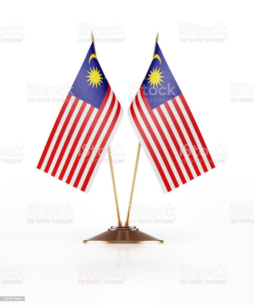 Miniatura de bandeiras da Malásia em fundo branco - foto de acervo