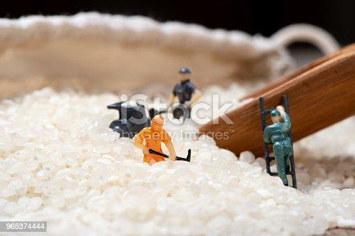 Miniature People Men Are Working Hard In Raw Rice Mountain In A Bamboo Basket The Concept Of Labor No Pain No Gain - Stockowe zdjęcia i więcej obrazów Czarka do herbaty