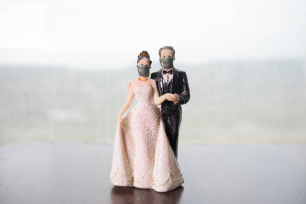 Miniature people : Merchants and citizens wearing masks to protect against viruses at the market. People wear masks to prevent New type COVID-19 pneumonia. Coronavirus and Covid-19 concept. – zdjęcie