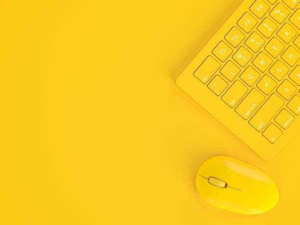 minimales konzept. maus neben tastatur gelbe farbe - computermaus stock-fotos und bilder