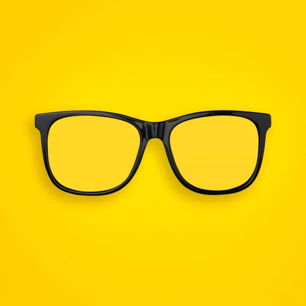 şeffaf gözlük minimal kavramı düz pastel sarı, turuncu renkli kağıt arka planda yatıyordu. üst görünüm. boşluk kopyala - gözlük stok fotoğraflar ve resimler