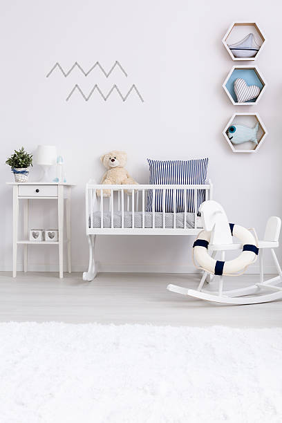 minimalist baby room with cradle - minimalistischer kindergarten stock-fotos und bilder