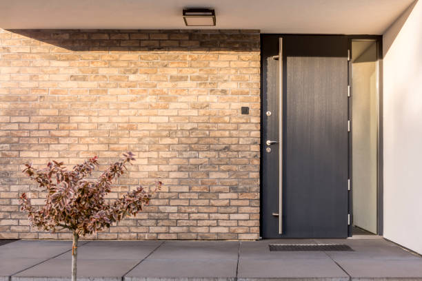 Minimalist red brick home exterior Minimalist clean red brick home exterior with black front door front door stock pictures, royalty-free photos & images