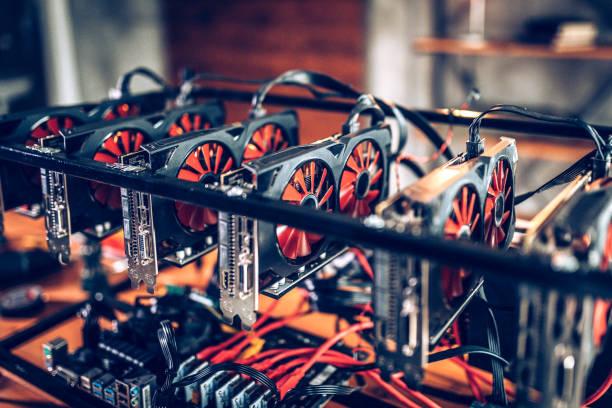 Cryptocurrency のリグをマイニング ストックフォト