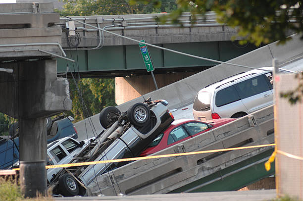 Minneapolis bridge collapse  collapsing stock pictures, royalty-free photos & images