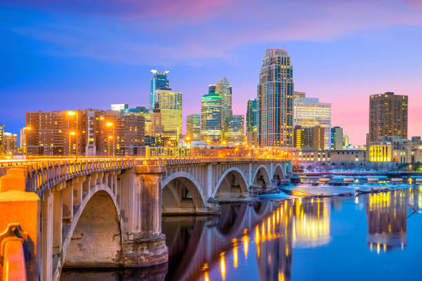 Minneapolis downtown skyline in Minnesota, USA Minneapolis downtown skyline in Minnesota, USA at sunset minnesota stock pictures, royalty-free photos & images