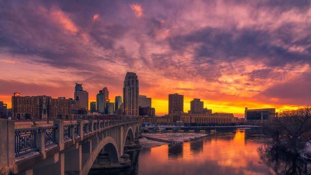 minneapolis skyline at sunset minneapolis skyline at sunset minnesota stock pictures, royalty-free photos & images