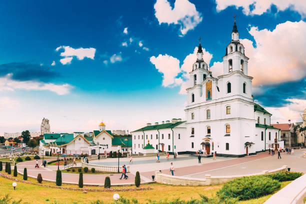 mińsk, białoruś. katedra ducha świętego. słynny punkt orientacyjny - białoruś zdjęcia i obrazy z banku zdjęć