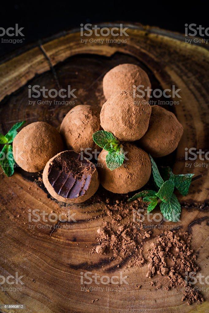 Mint chocolate truffles - foto de acervo