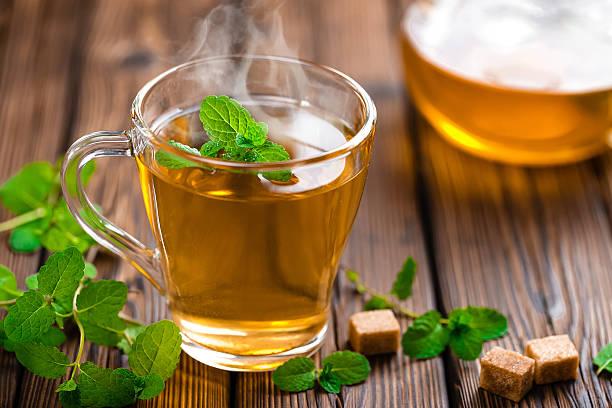 herbata mennicy  - herbata ziołowa zdjęcia i obrazy z banku zdjęć
