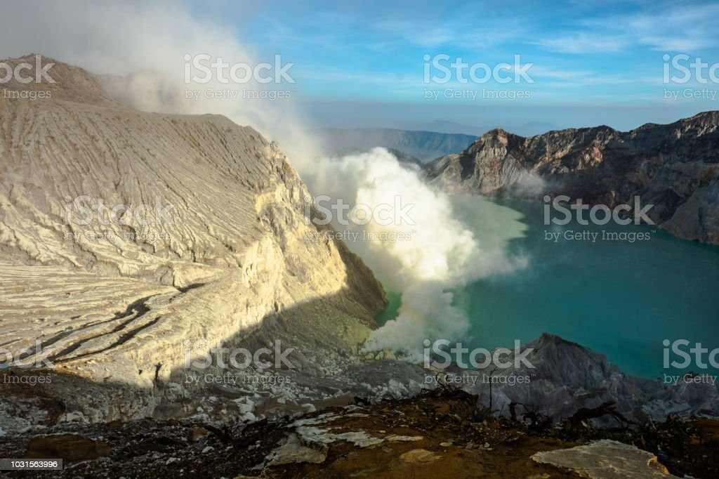 Milagro de la naturaleza en el kawah Ijen - foto de stock