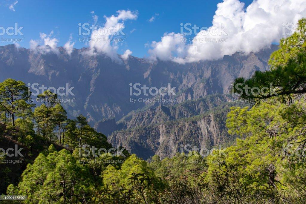 Mirador de la Cumbrecita, parte do Parque Nacional contendo a cratera vulcânica em La Palma, Ilhas Canárias, Espanha - foto de acervo