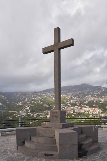 Miradouro da Torre viewpoint cross on Câmara de Lobos, Madeira Miradouro da Torre viewpoint cross on Câmara de Lobos, Madeira ilha da madeira stock pictures, royalty-free photos & images