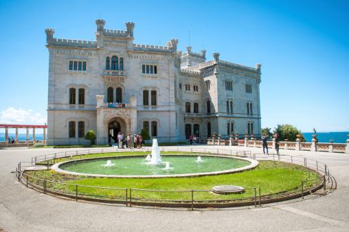Miramare 城 - イタリアのストックフォトや画像を多数ご用意
