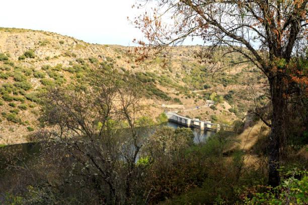 miranda do douro - miranda dam - fotos de barragem portugal imagens e fotografias de stock