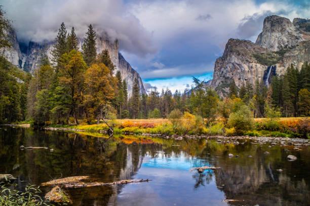 mirror lake à parc national de yosemite, californie - lac mirror lake photos et images de collection