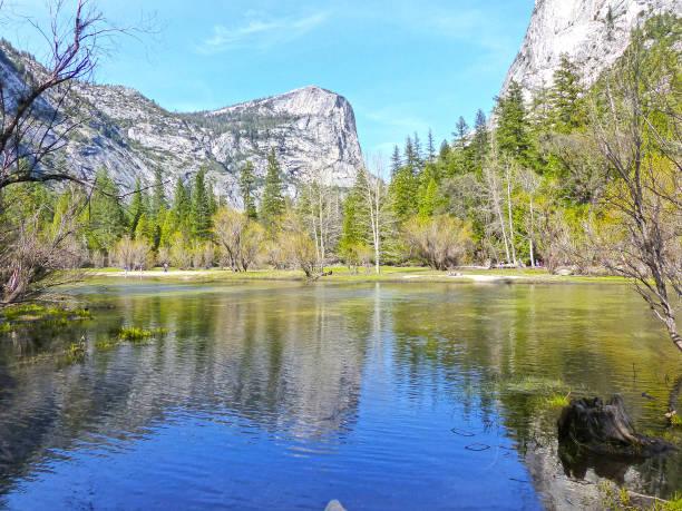 mirror lake, le parc national de yosemite - lac mirror lake photos et images de collection