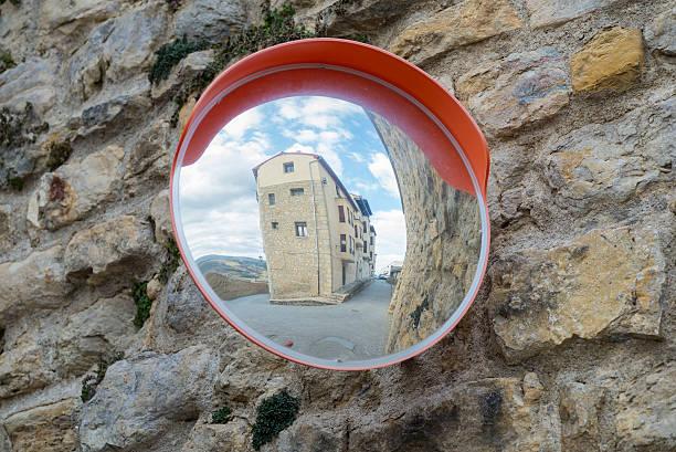 miroir grossissant. - concave photos et images de collection