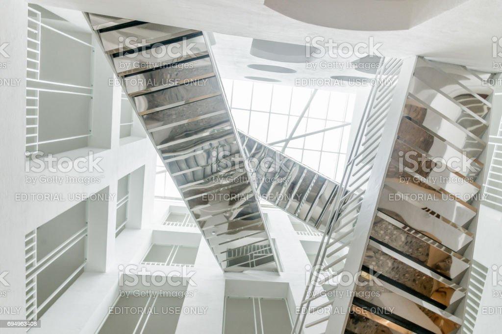 Spiegel Treppen spiegeltreppearchitekturneues rathaussalzburgösterreich stock