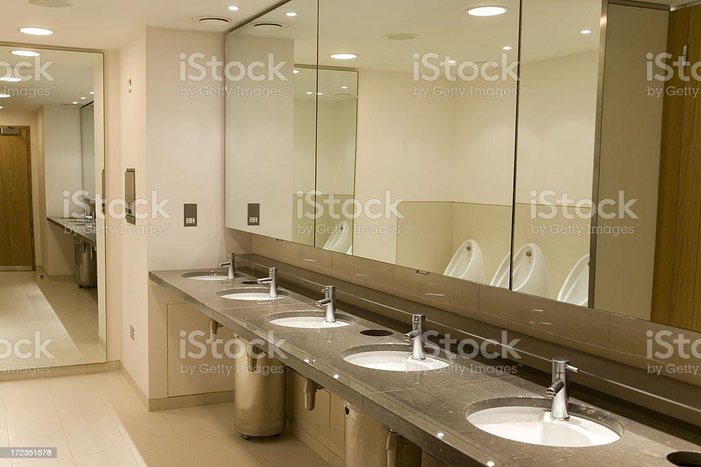Mirrorred de baño foto de stock libre de derechos