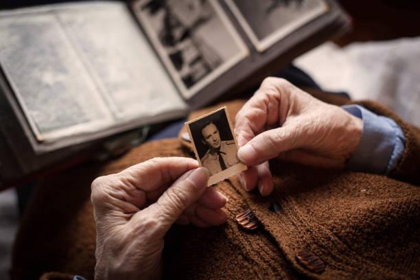 manquant. - veuve photos et images de collection