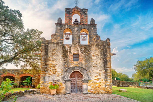 misión espada patrimonio de la humanidad en san antonio texas usa - misión fotografías e imágenes de stock