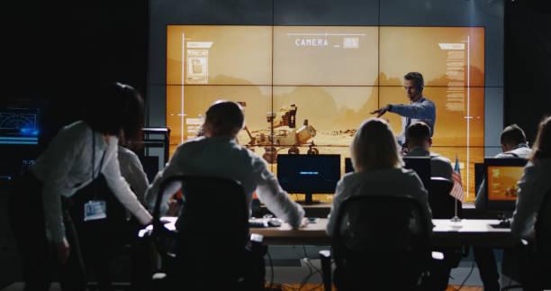 mission leader giving briefing in control room - esplorazione spaziale foto e immagini stock