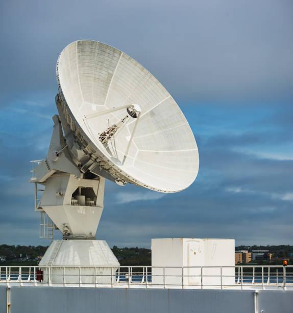 missle tracking satellitenschüssel - große waffen stock-fotos und bilder