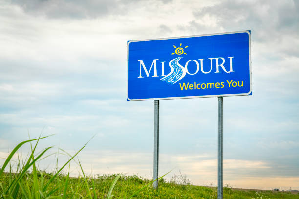 missouri welcomes you roadside sign - missouri zdjęcia i obrazy z banku zdjęć