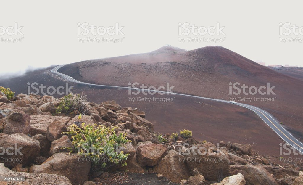 Mist Haleakala National Park en Haleakala observatoria in Maui, Hawai stock photo
