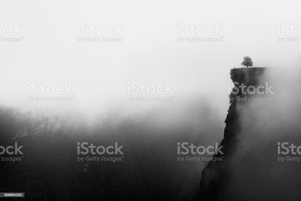 Cañón del brumoso con afilados acantilados iin Delika - foto de stock