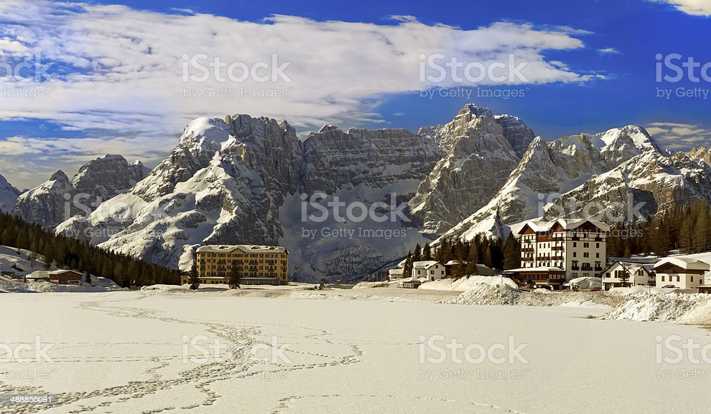 Misurina Lago nelle Dolomiti - foto stock