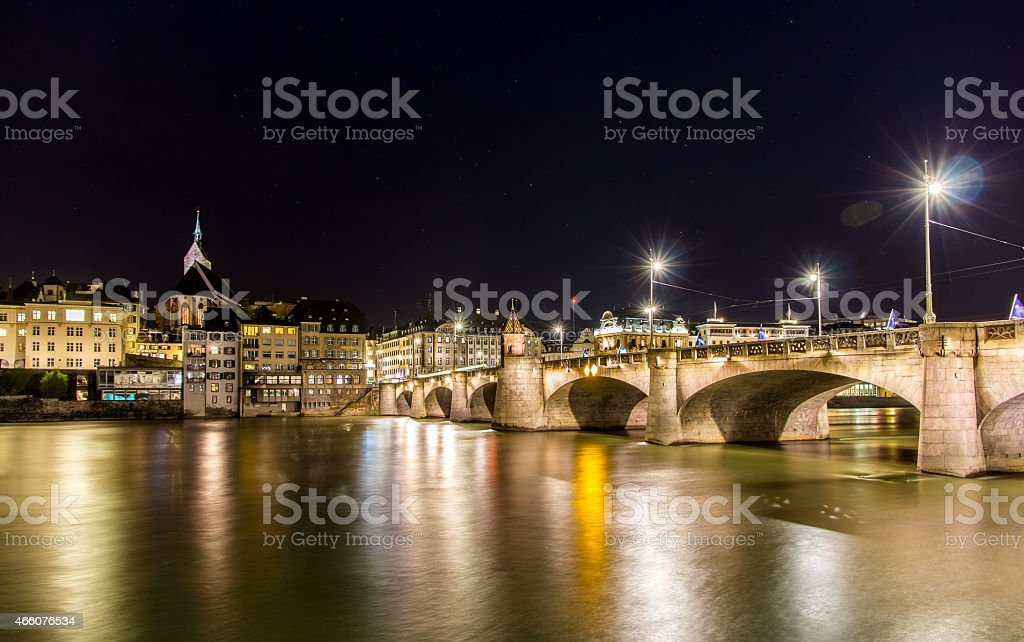 Mid-Brücke in Basel in der Nacht – Schweiz – Foto
